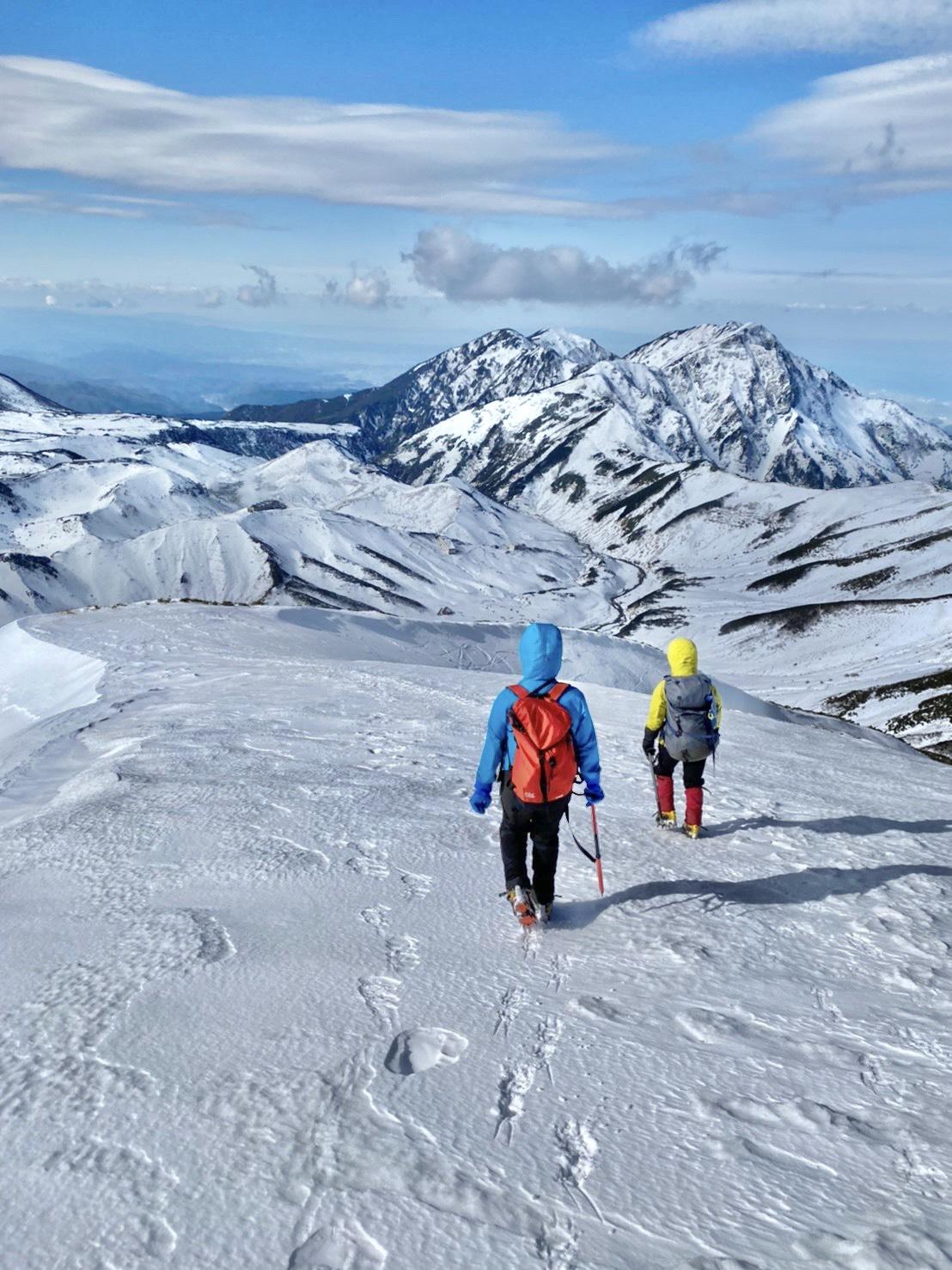 青と白の雪山訓練@立山